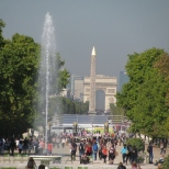 Zooming to Obelisque and Arc de Triomphe