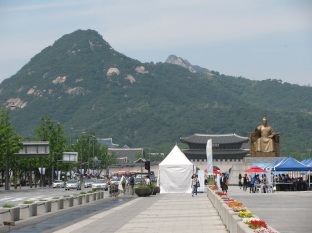 En Route to Gyeongbokgung Palace_2